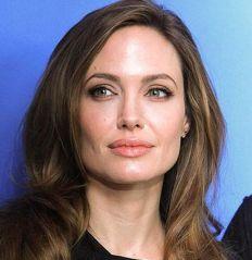 1 Angelina-Jolie