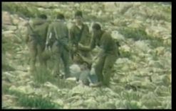 IDF Soldaten brechen die Knochen eines Palästinensers mit einem Stein