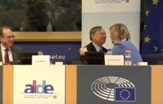 EUP alde Kadlec hugging
